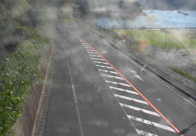 国道136号江奈ライブカメラは、静岡県松崎町江奈の江奈に設置された国道136号(彫刻ライン)が見えるライブカメラです。
