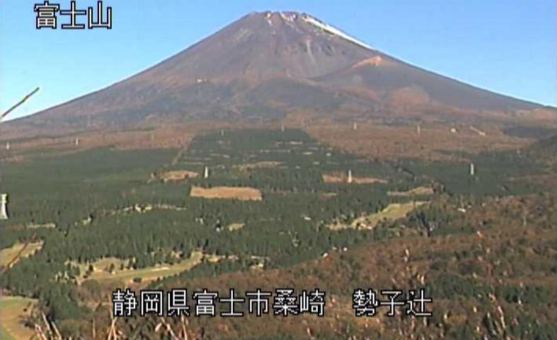 勢子辻富士山ライブカメラは、静岡県富士市桑崎の勢子辻に設置された富士山が見えるライブカメラです。