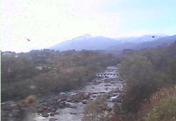 新井地域窪松原周辺ライブカメラは、新潟県妙高市窪松原の新井地域窪松原周辺に設置された矢代川・妙高山・火打山が見えるライブカメラです。
