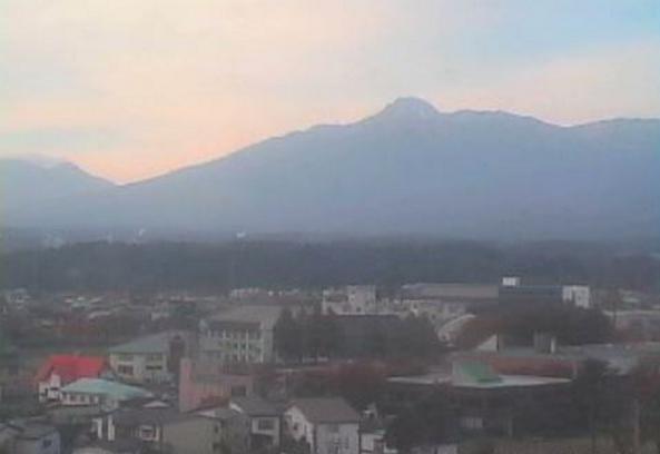 新井地域栄町周辺ライブカメラは、新潟県妙高市栄町の妙高市役所に設置された妙高山が見えるライブカメラです。