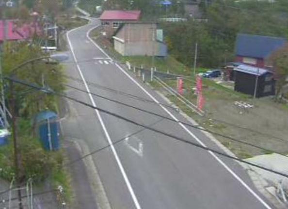 新井地域長沢周辺ライブカメラは、新潟県妙高市長沢の新井地域長沢周辺(新井長沢簡易郵便局)に設置された国道292号(飯山街道)が見えるライブカメラです。