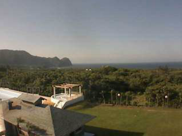 八丈ビューホテルロビーから八丈島・八重根港方向が見えるライブカメラ。