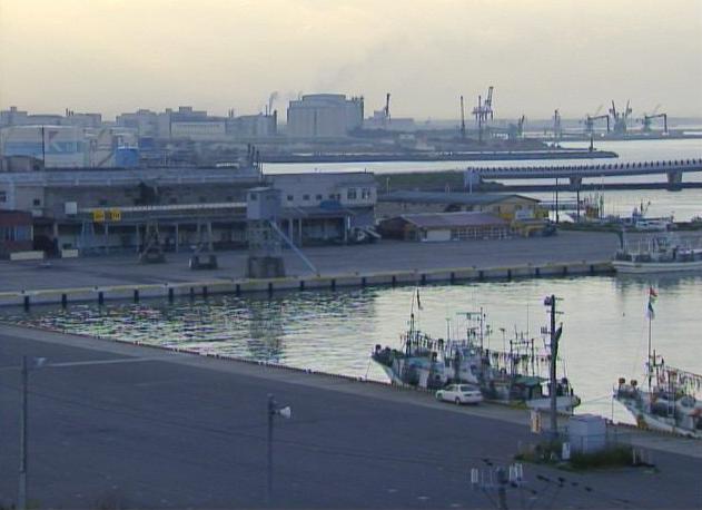 八戸港と八戸大橋