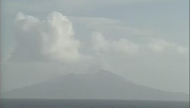 トカラ列島中ノ島寄木から諏訪之瀬島