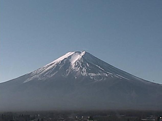 富士吉田市内某所から富士山全景・富士山頂