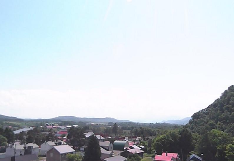滝上町役場庁舎から滝上町内・天塩岳・渚滑岳・芝ざくら滝上公園