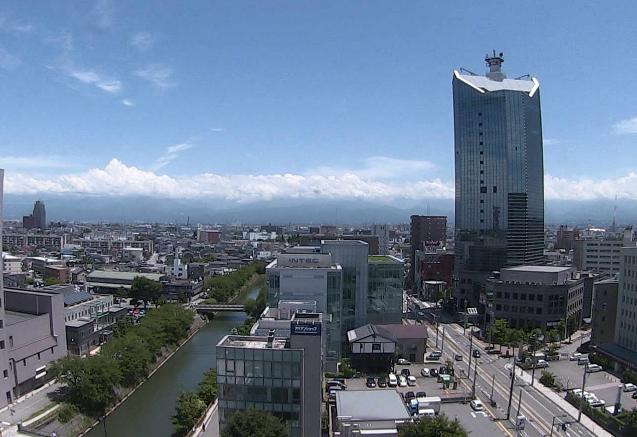 北日本放送本社10階から立山・富山市内が見えるライブカメラ。