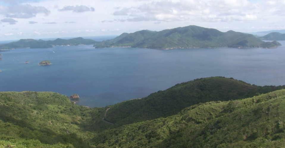 アカハゲ山山頂ライブカメラは、島根県知夫村のアカハゲ山山頂に設置された島前カルデラ・知夫村内が見えるライブカメラです。