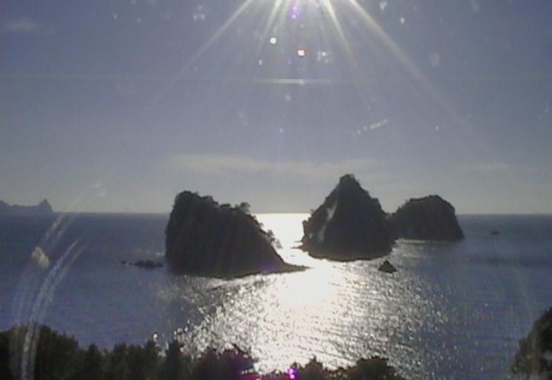 堂ヶ島ライブカメラは、静岡県西伊豆町仁科の堂ヶ島に設置された三四郎島が見えるライブカメラです。