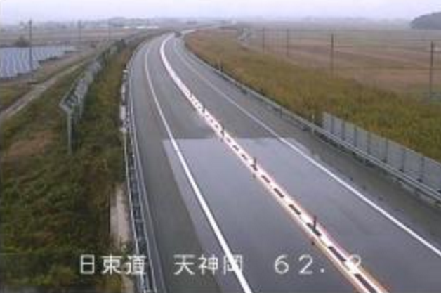 日本海東北自動車道天神岡ライブカメラは、新潟県村上市天神岡の天神岡に設置された日本海東北自動車道(日本海東北道・日東道)が見えるライブカメラです。