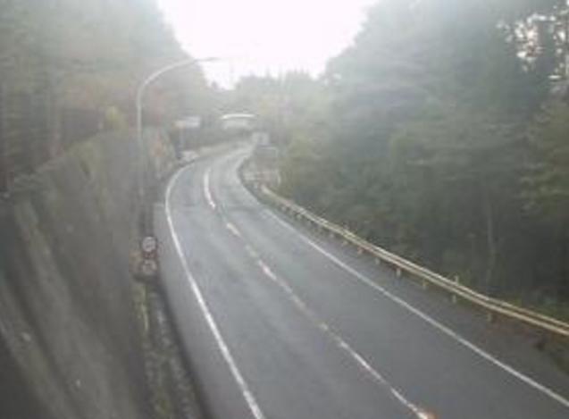 国道180号明地峠ライブカメラは、鳥取県日野町門谷の明地峠に設置された国道180号が見えるライブカメラです。