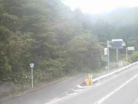 国道313号犬挟峠ライブカメラは、鳥取県倉吉市関金町の犬挟峠に設置された国道313号が見えるライブカメラです。