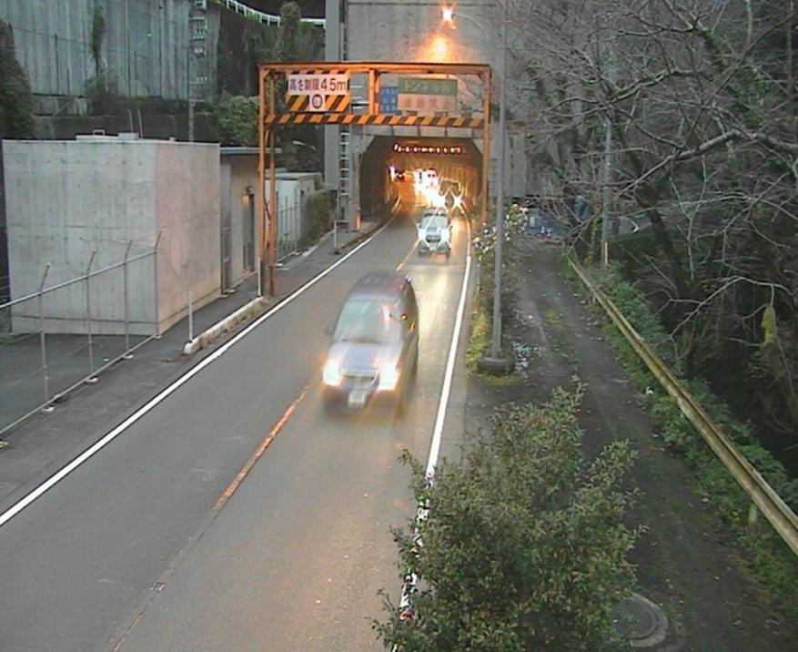 事故 夜昼 トンネル