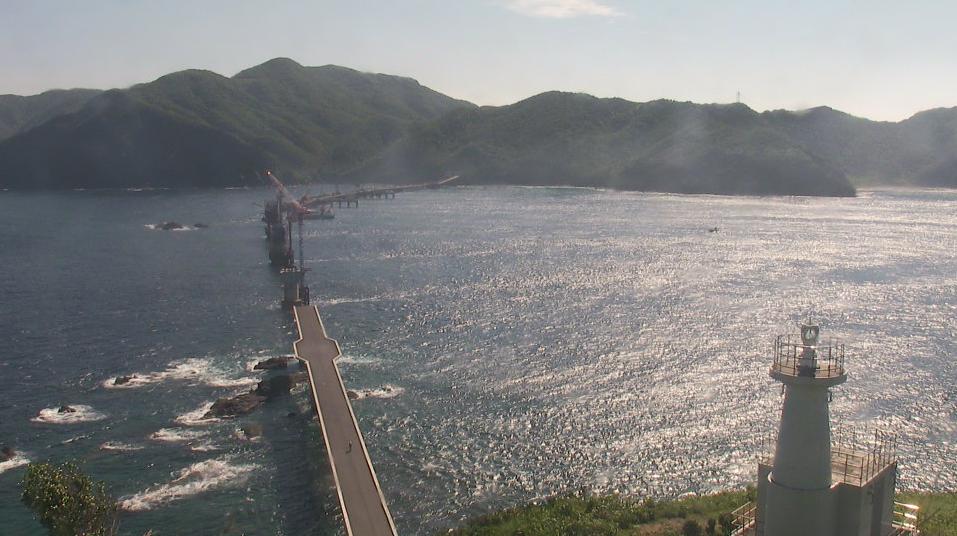 鳥の巣灯台(鳥ノ巣山灯台)から下甑島・鹿島橋・かのこゆりが見えるライブカメラ。