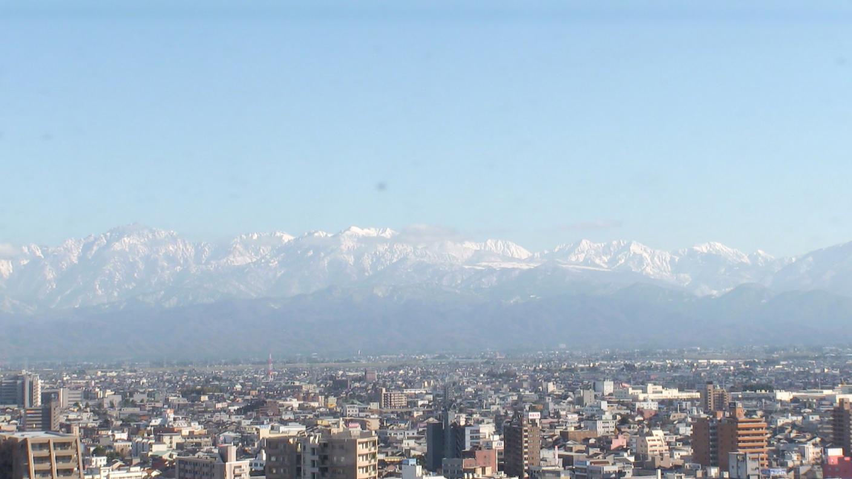 富山市庁舎展望塔から立山連峰
