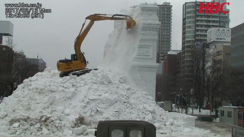 大雪像の解体の様子