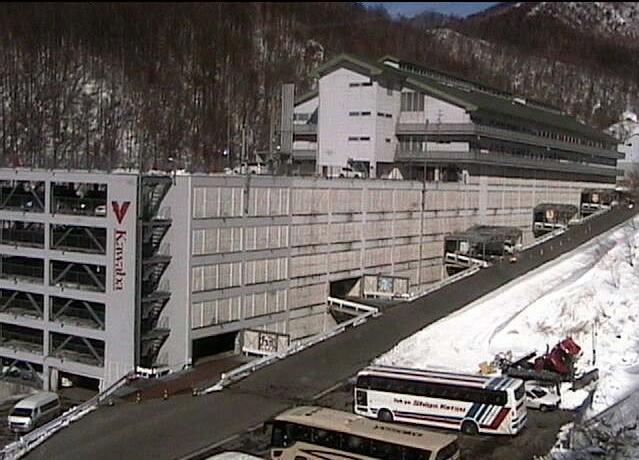 川場スキー場立体駐車場入口