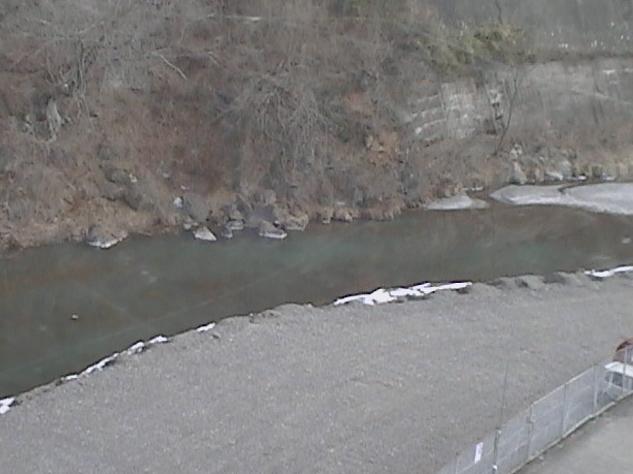 上野村役場から神流川