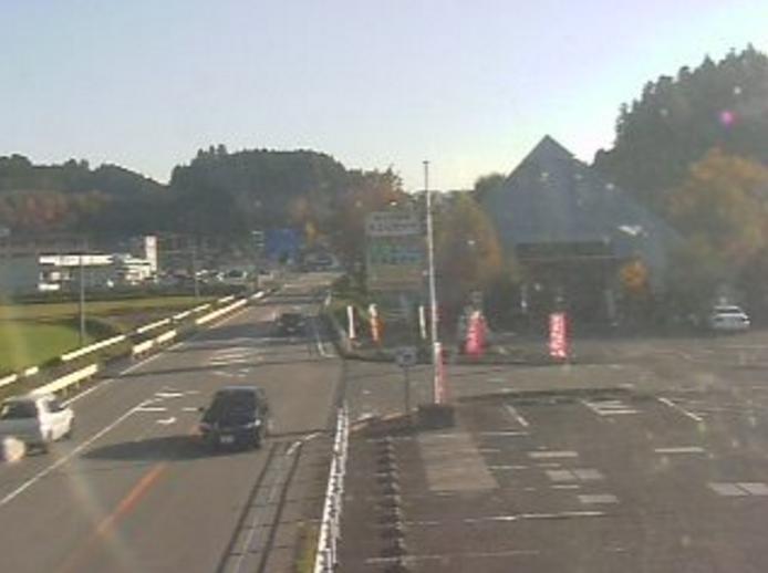 南小国町総合物産館きよらカアサライブカメラは、熊本県南小国町赤馬場の南小国町総合物産館きよらカアサに設置された国道212号が見えるライブカメラです。