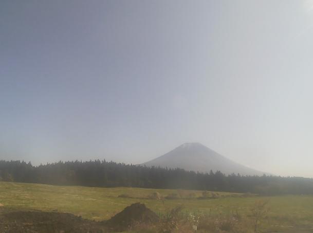 あさぎりフードパーク朝霧高原ライブカメラは、静岡県富士宮市根原のあさぎりフードパークに設置された朝霧高原・富士山が見えるライブカメラです。
