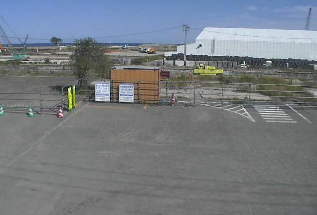 富岡駅駐車場付近ライブカメラは、福島県富岡町仏浜のJR富岡駅に設置された駅前駐車場付近が見えるライブカメラです。