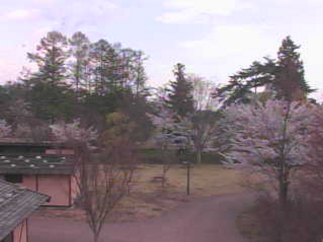 国営アルプスあづみの公園(堀金・穂高地区)水辺の休憩所から北アルプス常念岳