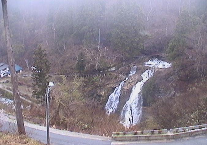 瀧見舘から白銀の滝