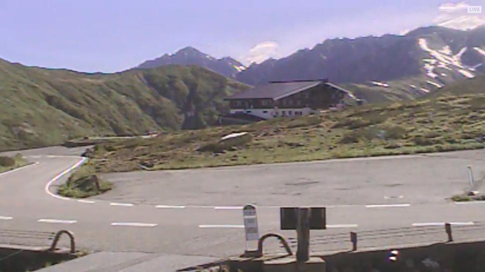 天狗平山荘から立山連峰・室堂方面・剣岳方面・立山有料道路が見えるライブカメラ。