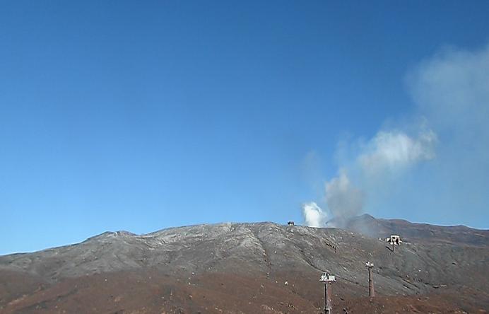 火山研究センター本堂観測所ライブカメラは、熊本県阿蘇市黒川の火山研究センター本堂観測所に設置された阿蘇山(阿蘇火山)が見えるライブカメラです。