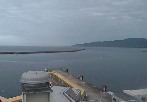 佐渡汽船旅客ターミナルから両津港
