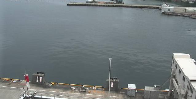 佐渡汽船ターミナルビルから小木港が見えるライブカメラ。