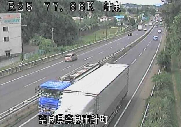針東から名阪国道(国道25号バイパス)が見えるライブカメラ。