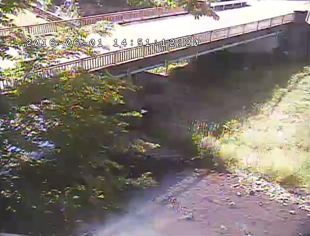 上高橋付近から松葉川・上高橋・栃木県道27号那須黒羽茂木線が見えるライブカメラ。