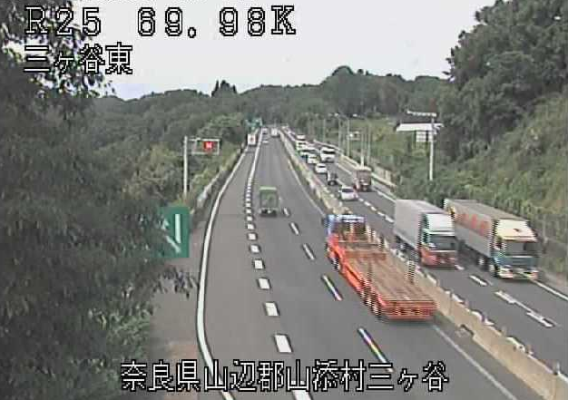 三ケ谷東から名阪国道(国道25号バイパス)が見えるライブカメラ。