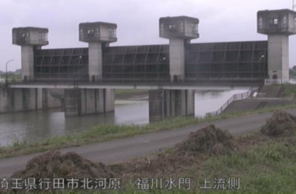 利根川福川水門上流側ライブカメラは、埼玉県行田市北河原の福川水門上流側に設置された利根川が見えるライブカメラです。