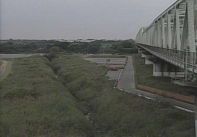 茨城県取手市の新町樋門に設置された利根川が見えるライブカメラです