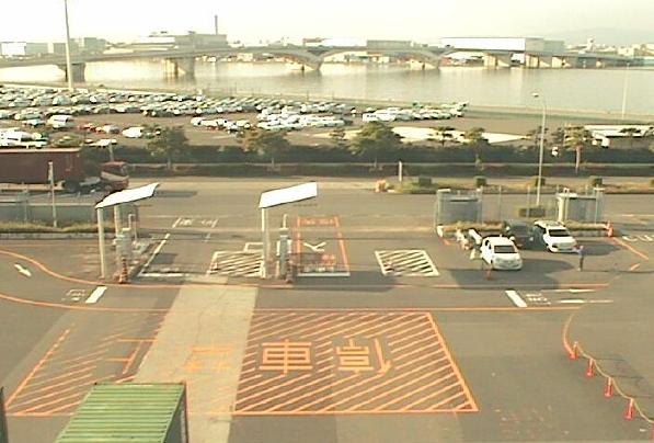 博多港ふ頭香椎パークポートコンテナターミナルからゲート前が見えるライブカメラ。