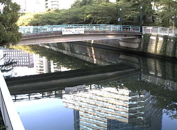 目黒川森永橋ライブカメラは、東京都品川区北品川の森永橋に設置された目黒川が見えるライブカメラです。