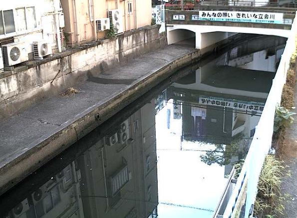 立会川弁天橋下流側ライブカメラは、東京都品川区東大井の弁天橋下流側に設置された立会川が見えるライブカメラです。