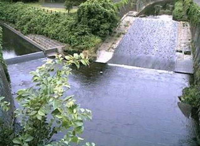 帷子川今川橋ライブカメラは、神奈川県横浜市旭区の今川橋に設置された帷子川が見えるライブカメラです。
