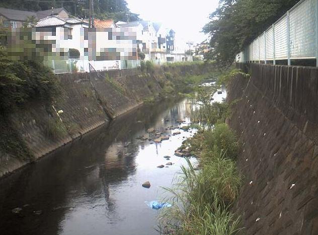 宇田川韮橋ライブカメラは、神奈川県横浜市戸塚区の韮橋に設置された宇田川が見えるライブカメラです。