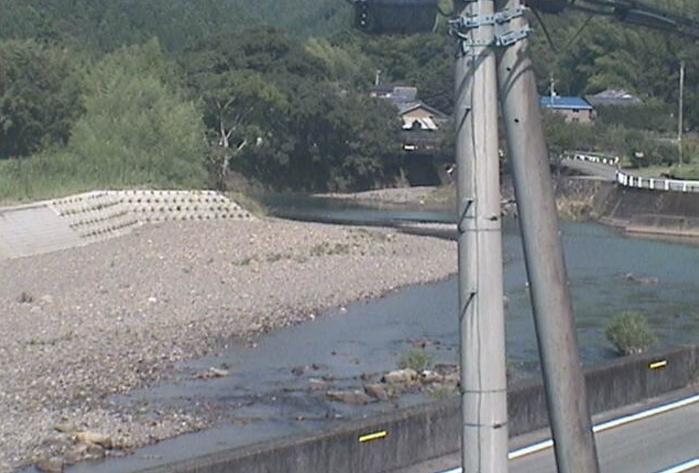宍喰川中流付近ライブカメラは、徳島県海陽町宍喰浦の宍喰川中流付近に設置された宍喰川が見えるライブカメラです。