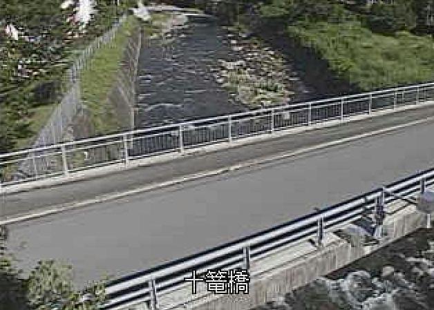 龍川内川十篭橋ライブカメラは、福岡県八女市星野村の十篭橋に設置された龍川内川が見えるライブカメラです。