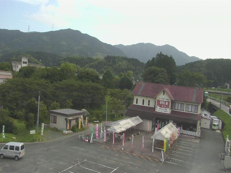 ドリームホープ若宮ライブカメラは、福岡県宮若市脇田のドリームホープ若宮に設置された福岡県道21号福岡直方線・直売所周辺が見えるライブカメラです。