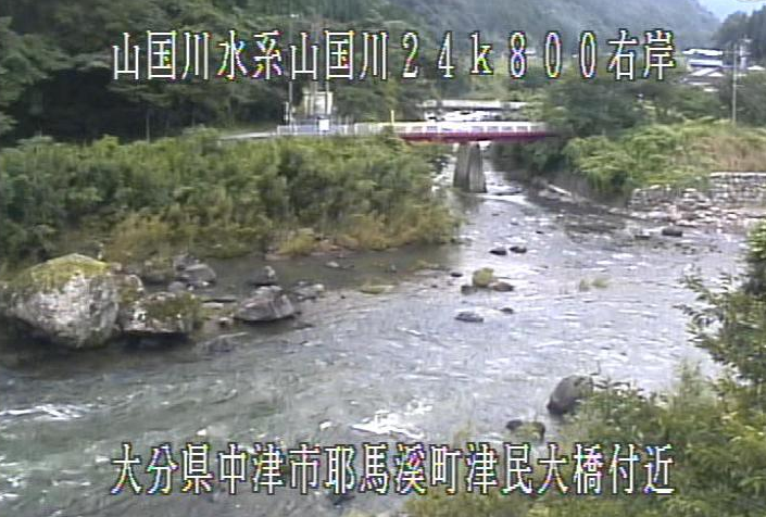 山国川津民川合流点ライブカメラは、大分県中津市耶馬溪町の津民川合流点(津民大橋付近)に設置された山国川が見えるライブカメラです。