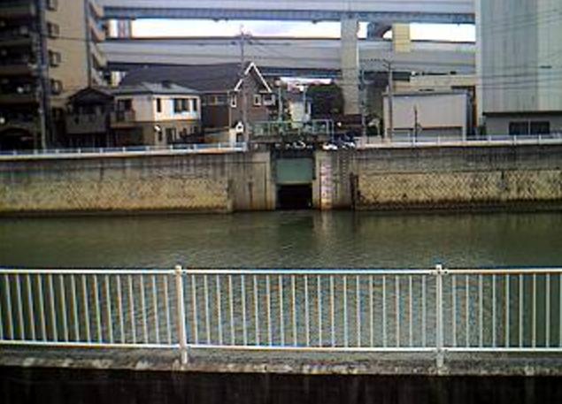 御笠川東光橋ライブカメラは、福岡市博多区博多駅の東光橋に設置された御笠川が見えるライブカメラです。