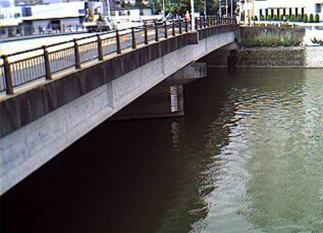 御笠川那珂大橋ライブカメラは、福岡県福岡市博多区の那珂大橋に設置された御笠川が見えるライブカメラです。