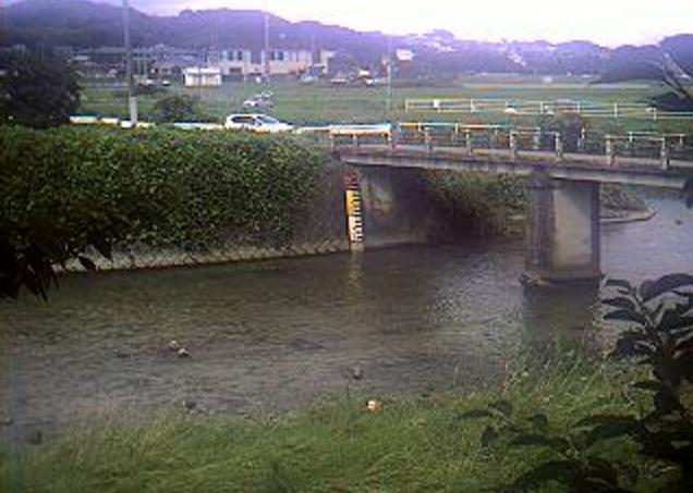 宇美川田富橋ライブカメラは、福岡県志免町田富の田富橋に設置された宇美川が見えるライブカメラです。