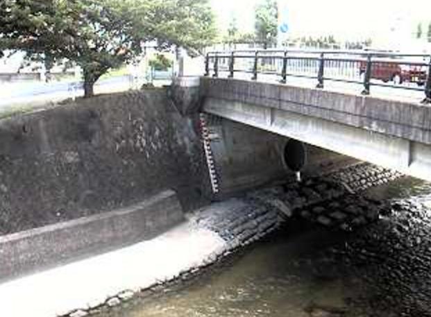 樋井川樋井川橋ライブカメラは、福岡県福岡市城南区の樋井川橋に設置された樋井川が見えるライブカメラです。