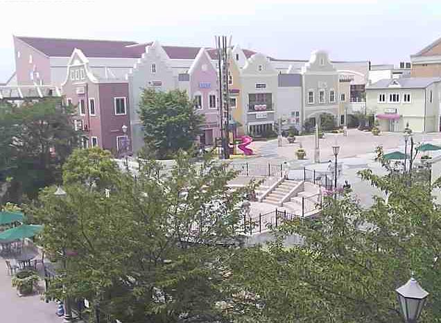 グンゼタウンセンターつかしんライブカメラは、兵庫県尼崎市塚口本町のグンゼタウンセンターつかしんに設置されたガーデンスペースが見えるライブカメラです。